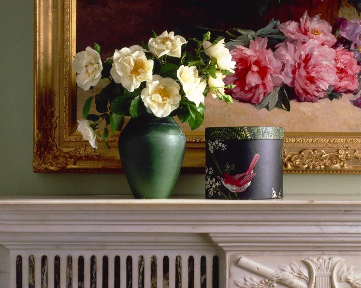 Декор в цветах: черный, серый, темно-зеленый, бежевый. Декор в стилях: классика.