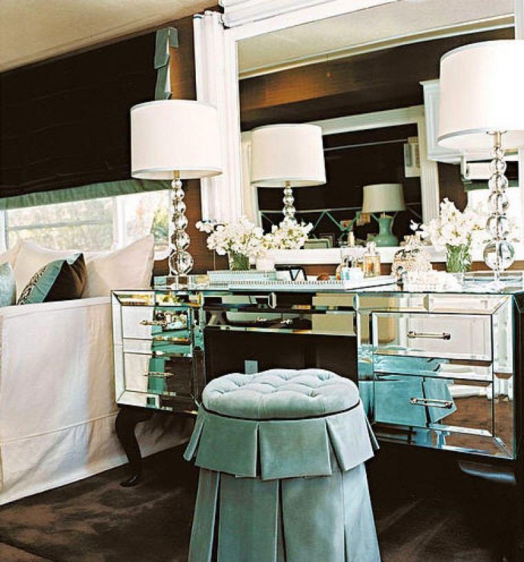 Мебель и предметы интерьера в цветах: голубой, серый, светло-серый, белый, коричневый. Мебель и предметы интерьера в стилях: арт-деко.