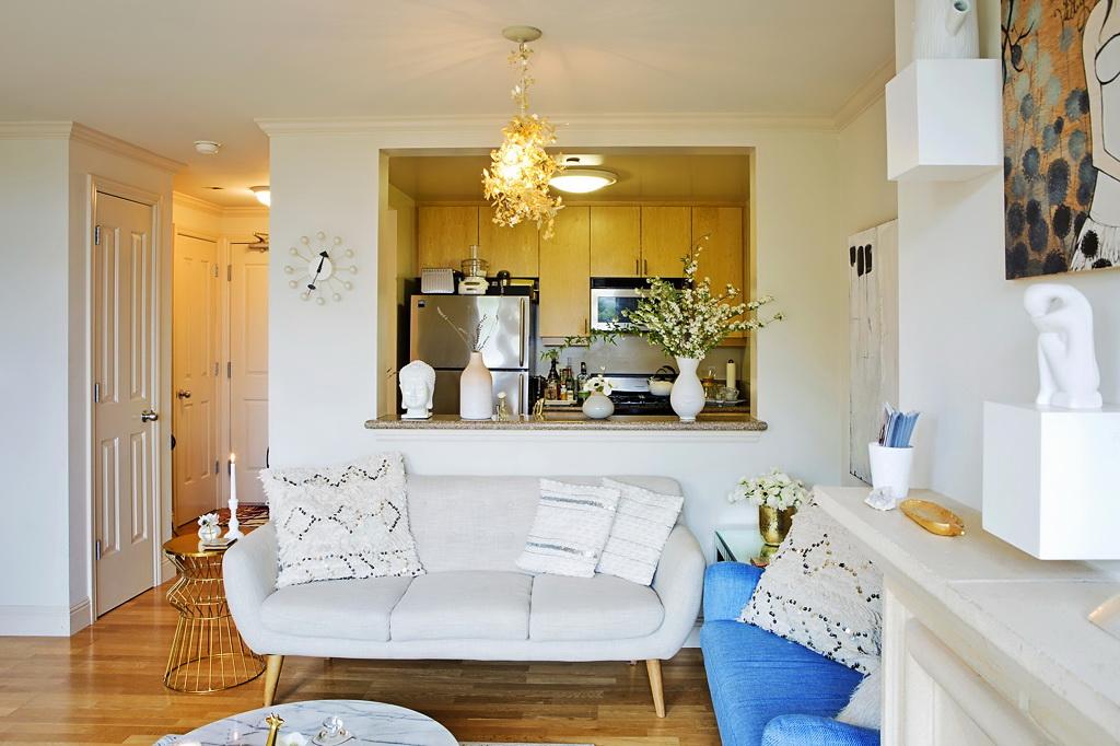 Гостиная, холл в цветах: голубой, белый, бежевый. Гостиная, холл в стиле средиземноморский стиль.