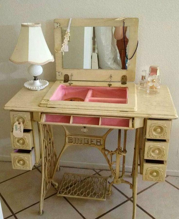 Мебель и предметы интерьера в цветах: светло-серый, коричневый, бежевый. Мебель и предметы интерьера в .