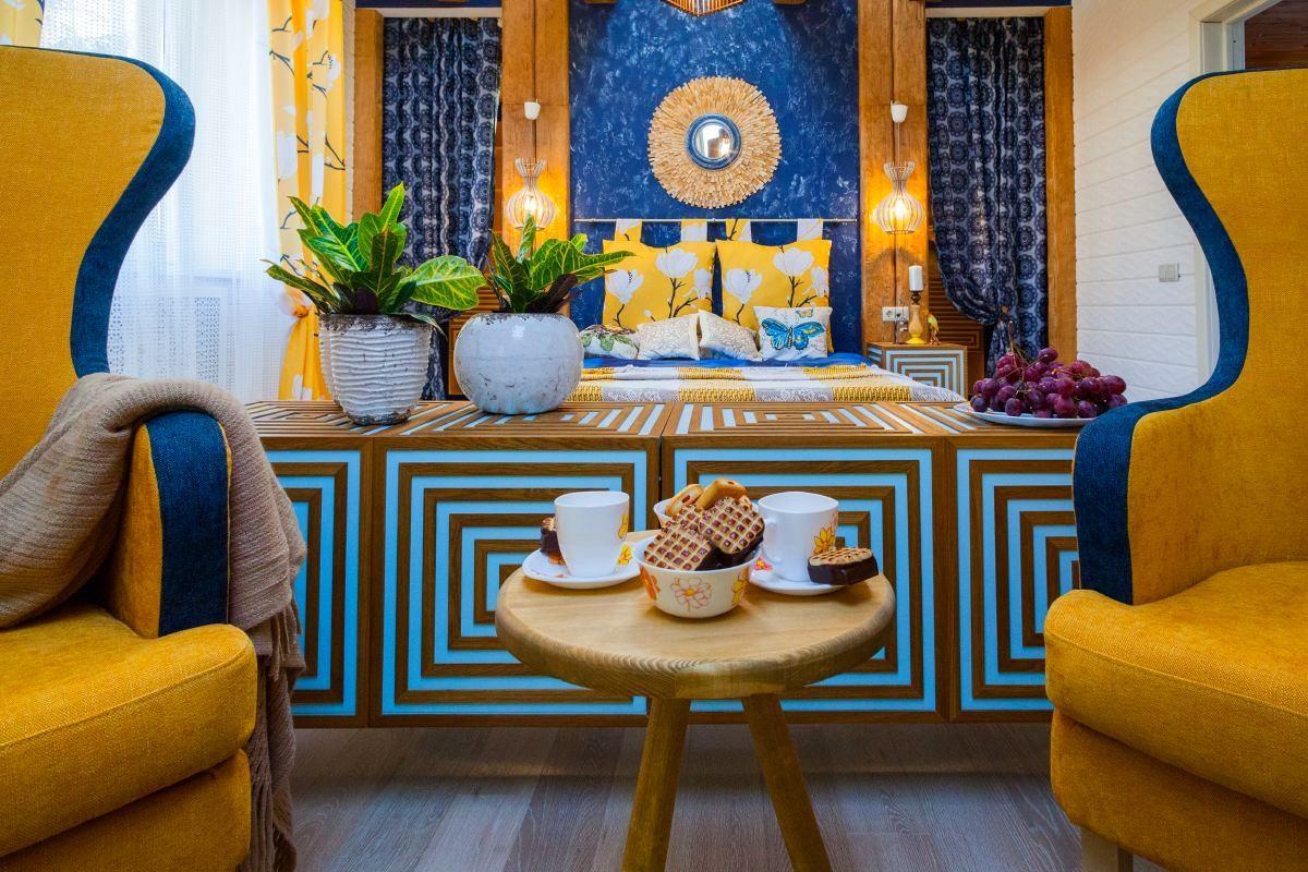 Гостиная, холл в цветах: желтый, бирюзовый, белый, коричневый, бежевый. Гостиная, холл в стиле арт-деко.
