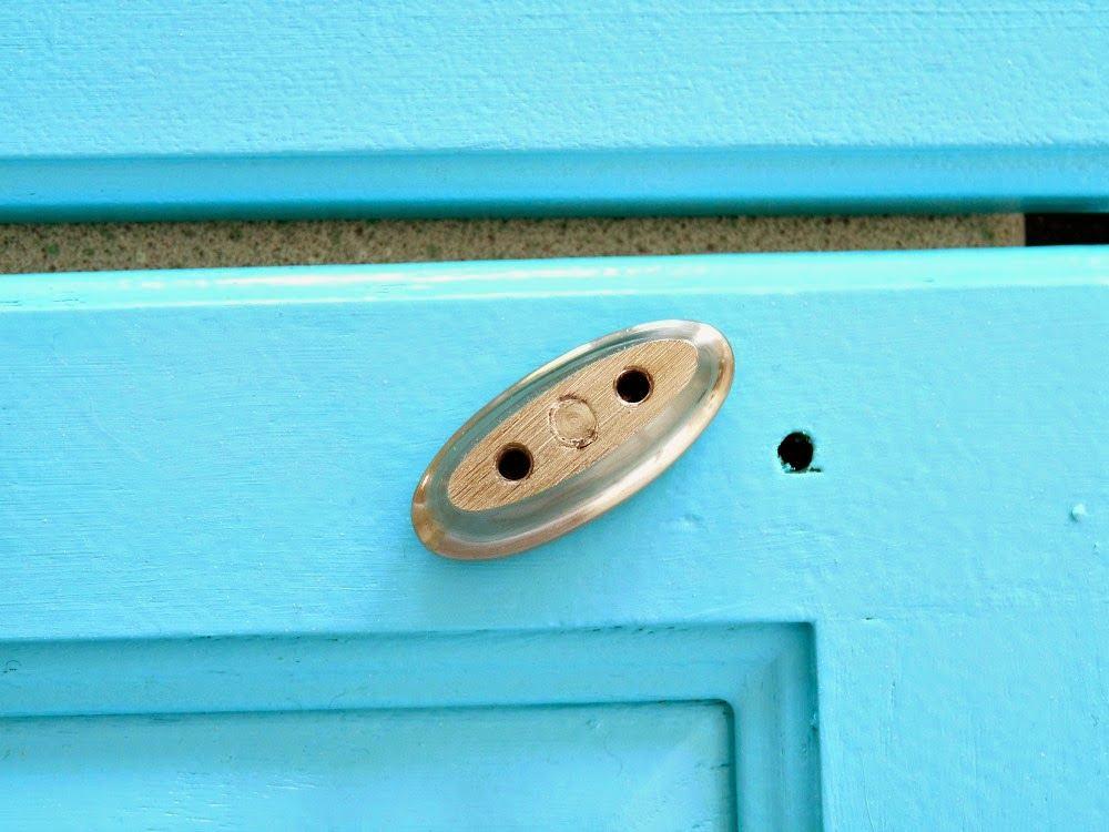 Кухня в цветах: голубой, бирюзовый, белый. Кухня в стилях: кантри, американский стиль, экологический стиль.