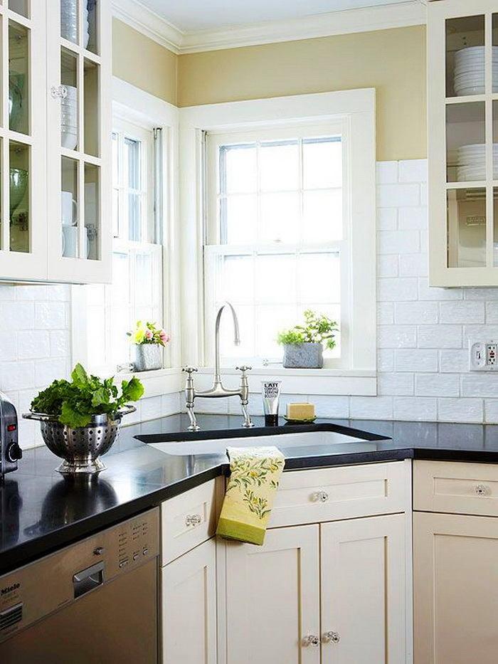 Кухня в цветах: черный, серый, светло-серый, белый, бежевый. Кухня в стиле классика.