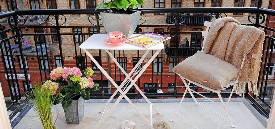 Как использовать маленький балкон или лоджию: 3 варианта и примеры