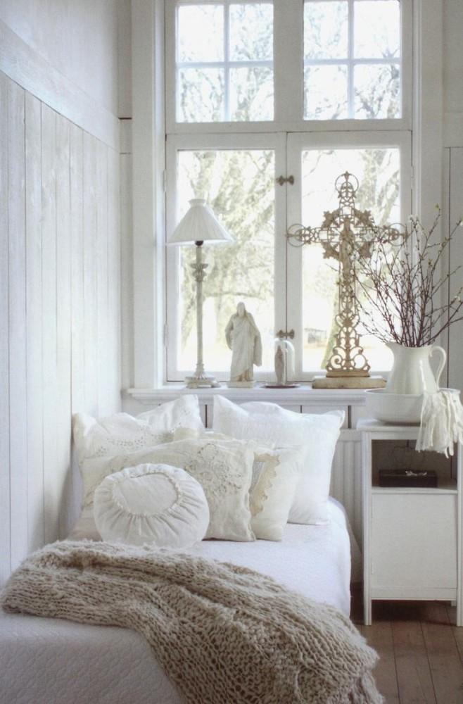 Спальня в цветах: серый, светло-серый, белый, бежевый. Спальня в стилях: французские стили, прованс, эклектика.