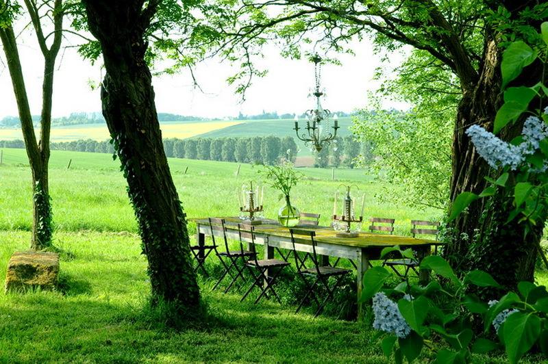 Ландшафт в цветах: черный, белый, темно-зеленый, салатовый. Ландшафт в стиле французские стили.