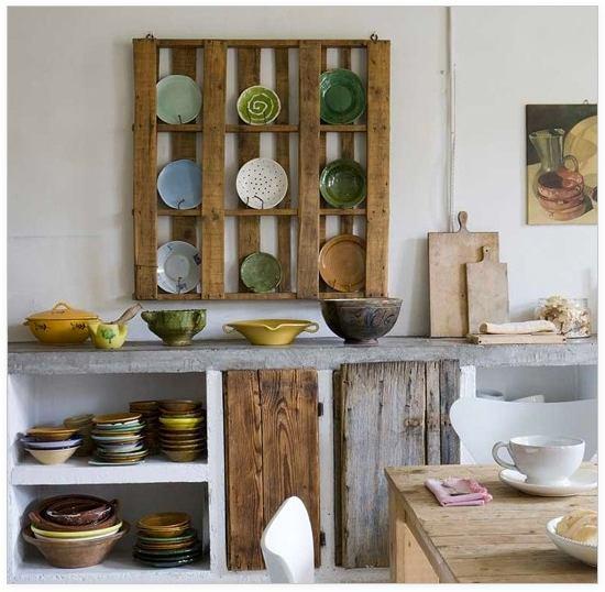 Кухня в цветах: серый, светло-серый, темно-зеленый, коричневый. Кухня в стилях: минимализм, экологический стиль.