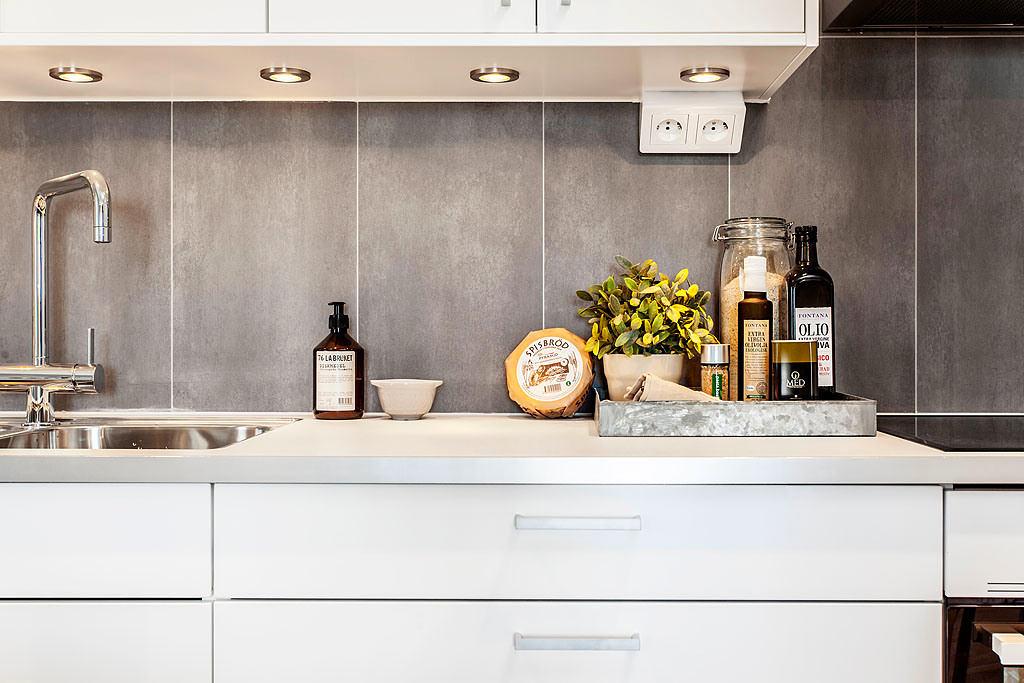 Кухня в цветах: желтый, серый, светло-серый, бежевый. Кухня в стиле скандинавский стиль.