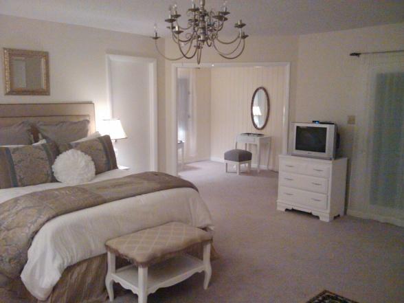Мебель и предметы интерьера в цветах: серый, светло-серый, белый, лимонный, коричневый. Мебель и предметы интерьера в стиле классика.