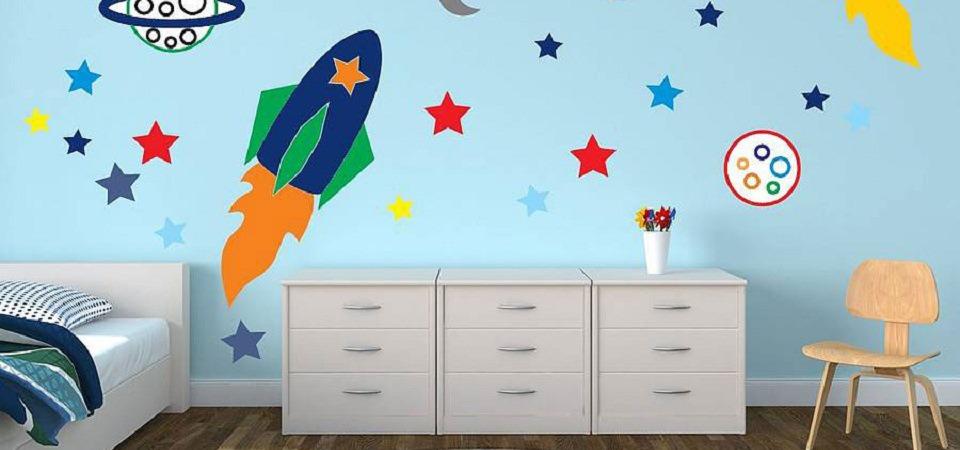 Воплощаем мечту: как декорировать детскую с помощью наклеек