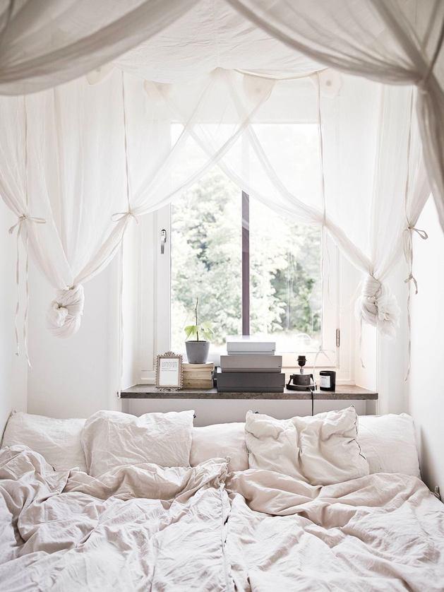 Спальня в цветах: серый, светло-серый, белый. Спальня в стилях: скандинавский стиль.