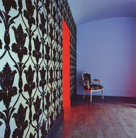 Декор в цветах: черный, серый, светло-серый. Декор в стиле эклектика.