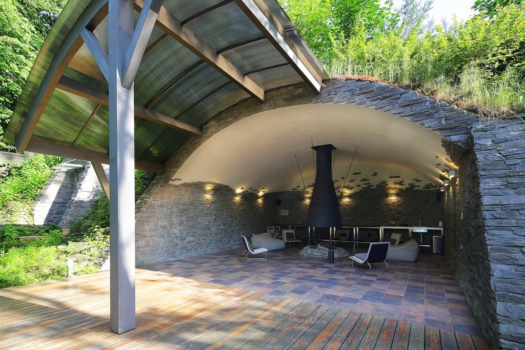 Архитектура в цветах: черный, серый, светло-серый, белый, темно-зеленый. Архитектура в стилях: минимализм, кантри, экологический стиль, эклектика.