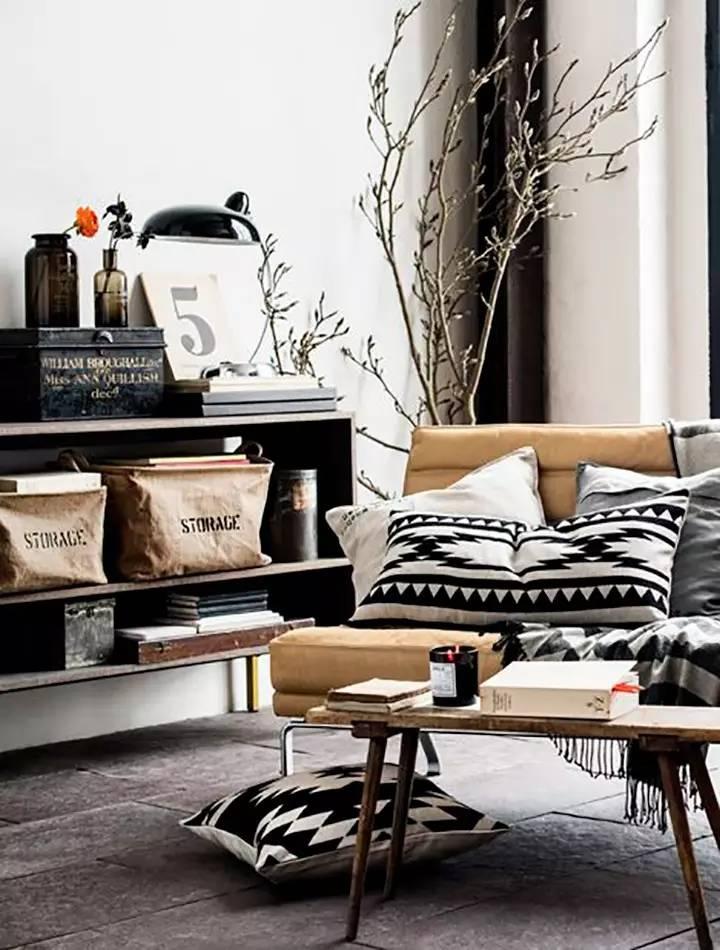Вдохновение в  цветах:   Белый, Светло-серый, Серый, Темно-коричневый, Черный.  Вдохновение в  .
