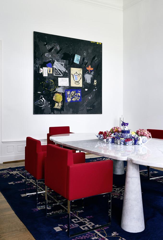 Кухня/столовая в  цветах:   Белый, Бордовый, Светло-серый, Черный.  Кухня/столовая в  стиле:   Эклектика.