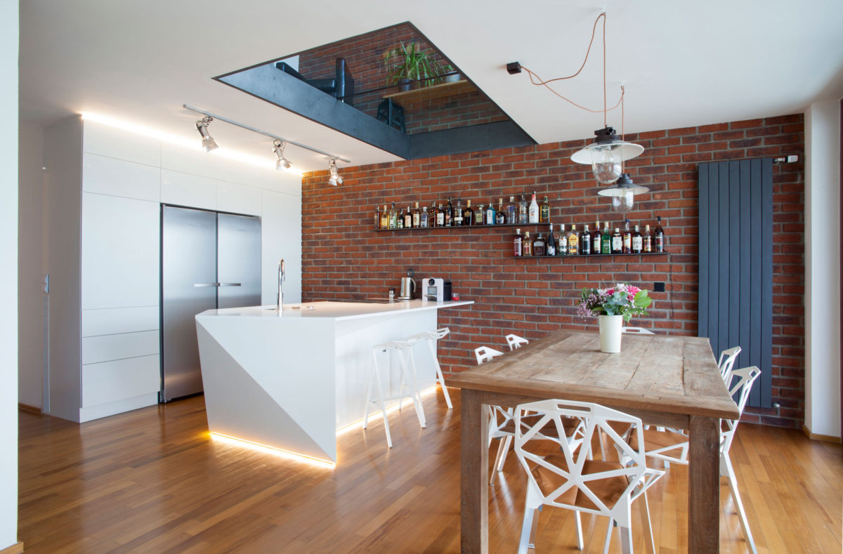 Кухня/столовая в  цветах:   Бежевый, Коричневый, Светло-серый, Серый, Темно-коричневый.  Кухня/столовая в  стиле:   Хай-тек.