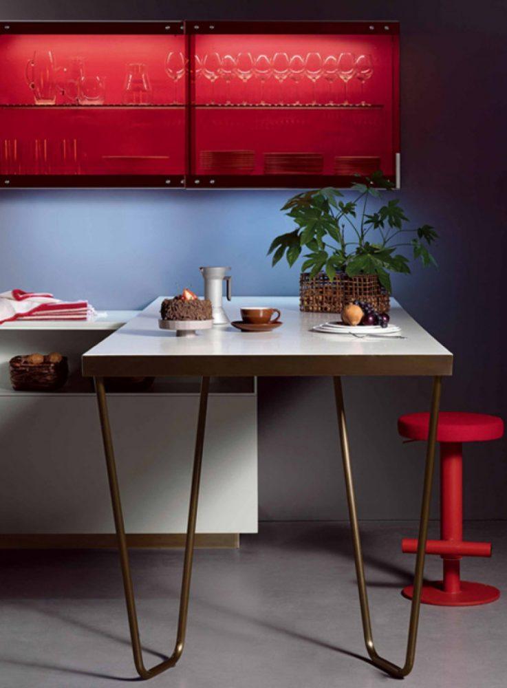 Кухня/столовая в  цветах:   Бордовый, Светло-серый, Серый, Темно-коричневый, Черный.  Кухня/столовая в  стиле:   Минимализм.