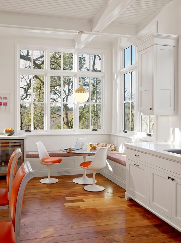 Кухня/столовая в  цветах:   Бежевый, Коричневый, Светло-серый, Серый.  Кухня/столовая в  стиле:   Эклектика.