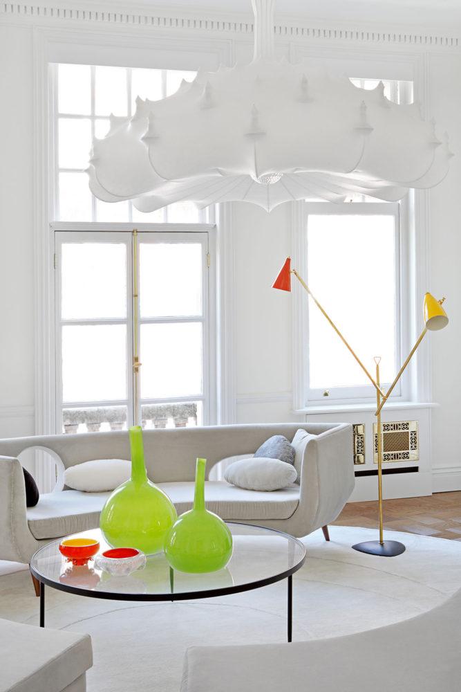Гостиная в  цветах:   Бежевый, Белый, Светло-серый.  Гостиная в  стиле:   Минимализм.