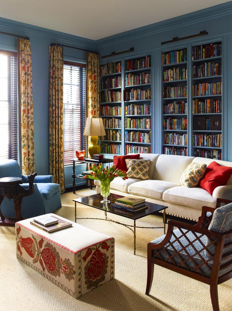 Гостиная в  цветах:   Бежевый, Светло-серый, Синий, Темно-коричневый, Черный.  Гостиная в  стиле:   Эклектика.