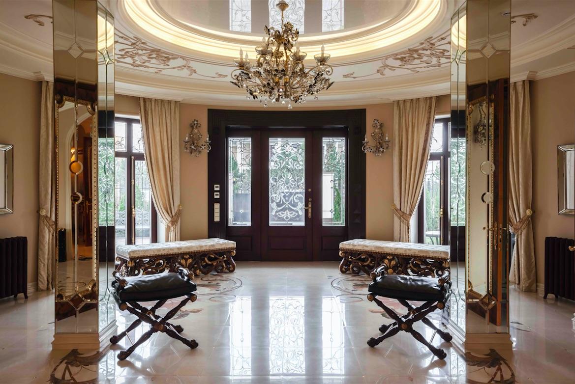 Загородная резиденция, в которой есть и классика, и фьюжн, и современный стиль
