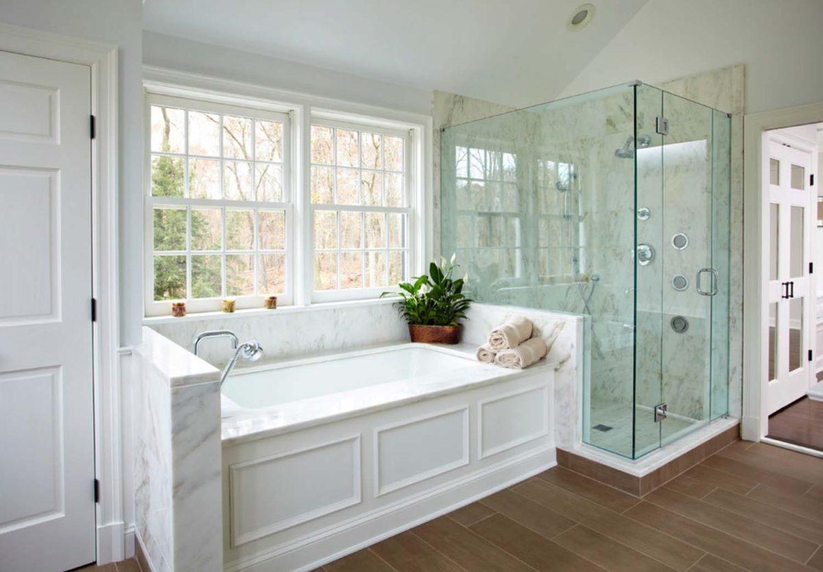 Ванная в  цветах:   Бежевый, Белый, Коричневый, Светло-серый, Серый.  Ванная в  стиле:   Неоклассика.