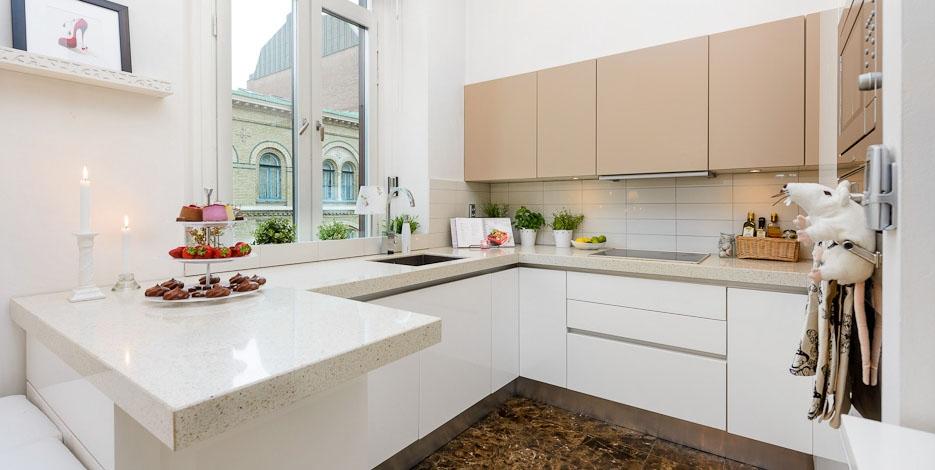 Кухня/столовая в  цветах:   Бежевый, Светло-серый.  Кухня/столовая в  стиле:   Скандинавский.