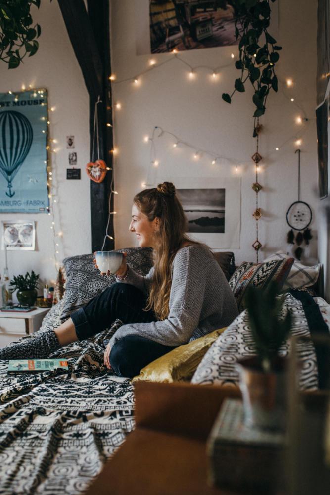 Летний декор: 18 способов применения уличной гирлянды дома