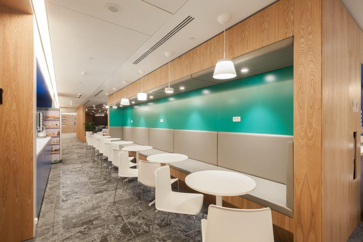 Офис в  цветах:   Бежевый, Голубой, Коричневый, Светло-серый, Серый.  Офис в  стиле:   Минимализм.