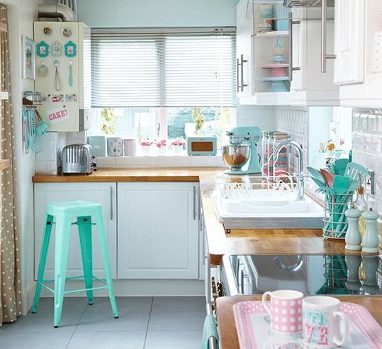 Кухня/столовая в  цветах:   Бежевый, Белый, Голубой, Светло-серый, Серый.  Кухня/столовая в  стиле:   Скандинавский.