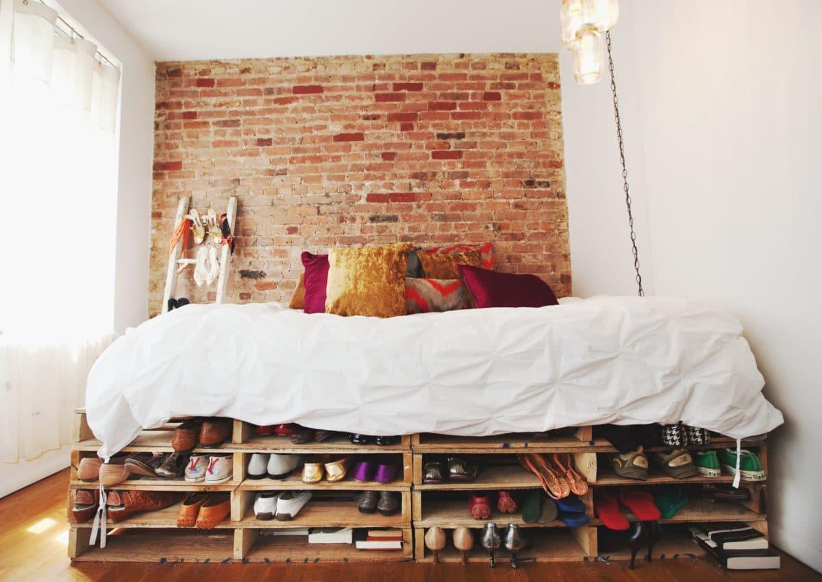 18 примеров, как сделать потрясающие кровати из поддонов