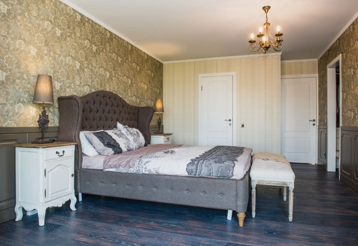 Спальня в  цветах:   Бежевый, Светло-серый, Серый, Синий, Черный.  Спальня в  стиле:   Неоклассика.