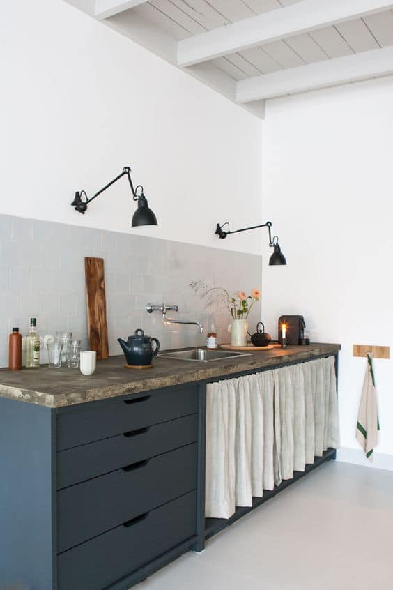 Кухня/столовая в  цветах:   Белый, Светло-серый, Серый, Синий.  Кухня/столовая в  стиле:   Минимализм.