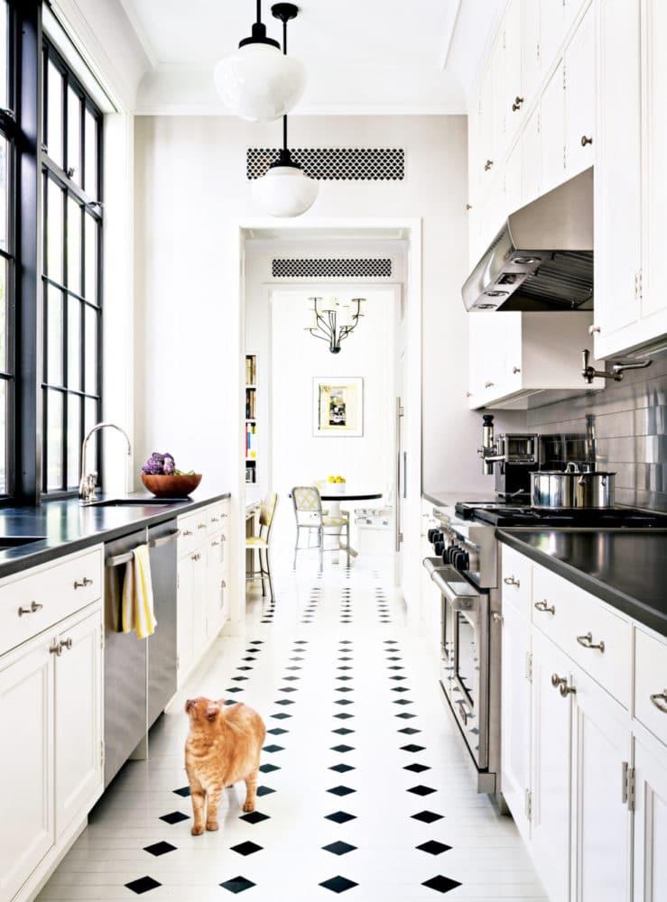 Кухня/столовая в  цветах:   Бежевый, Белый, Светло-серый, Серый, Черный.  Кухня/столовая в  стиле:   Скандинавский.