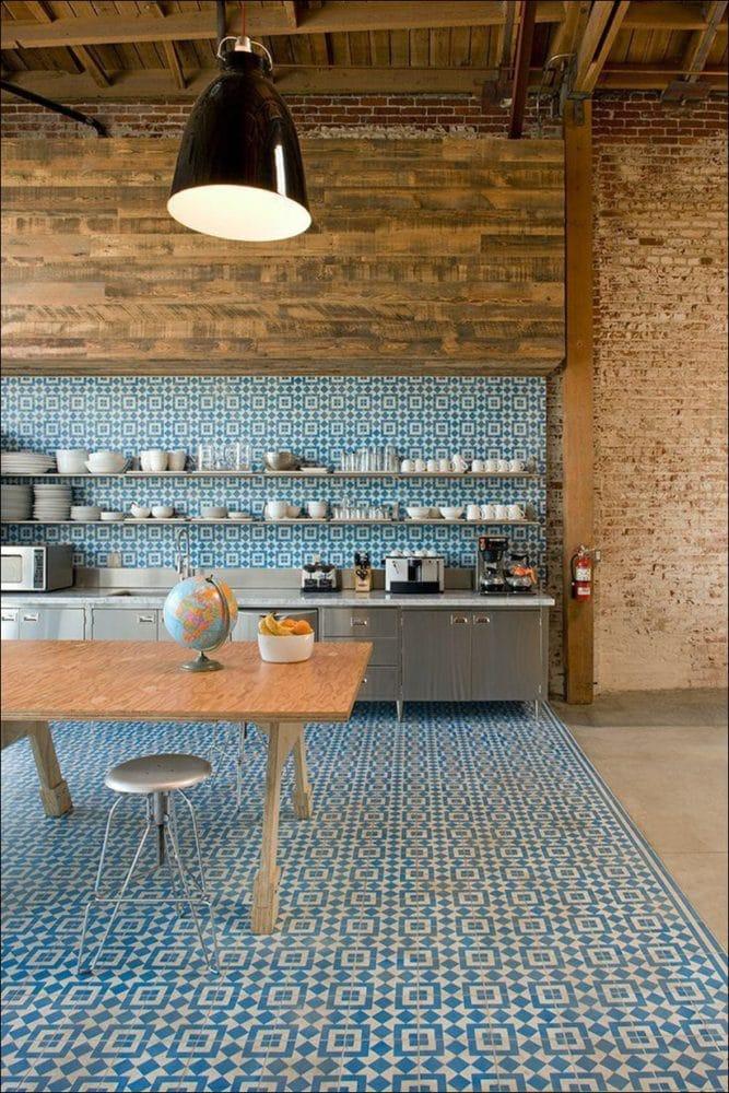 Кухня/столовая в  цветах:   Бежевый, Коричневый, Светло-серый, Серый, Темно-коричневый.  Кухня/столовая в  стиле:   Лофт.