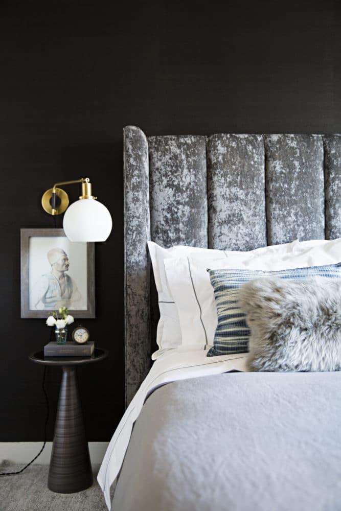 Спальня в  цветах:   Светло-серый, Серый, Черный.  Спальня в  стиле:   Минимализм.