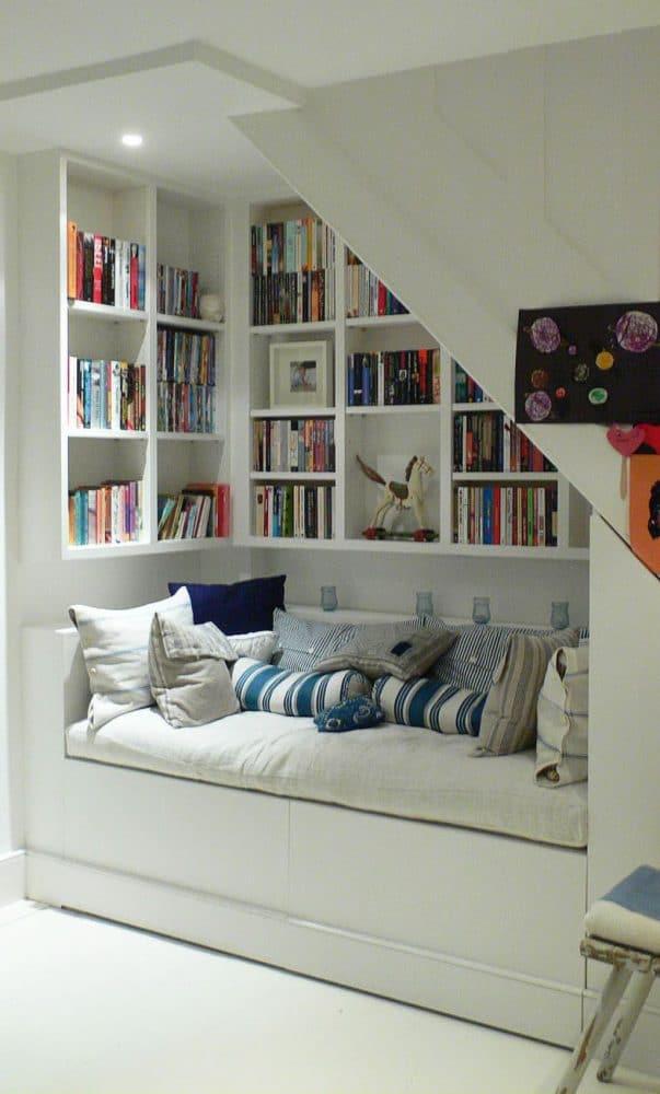 Библиотека в  цветах:   Бежевый, Светло-серый, Серый, Черный.  Библиотека в  стиле:   Скандинавский.