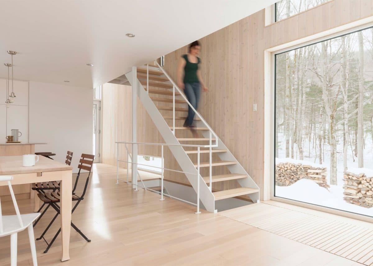 Красивый и современный дом из дерева