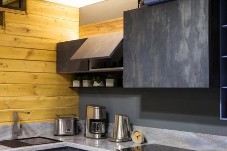 Кухня/столовая в  цветах:   Серый, Черный, Темно-коричневый, Бежевый, Желтый.  Кухня/столовая в  стиле:   Лофт.