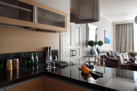 Кухня/столовая в  цветах:   Светло-серый, Темно-коричневый, Бежевый, Бирюзовый, Розовый.  Кухня/столовая в  стиле:   Минимализм.