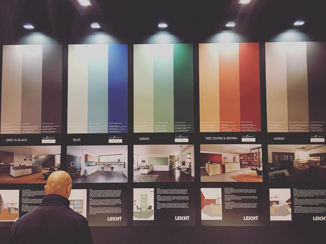 в  цветах:   Бордовый, Оранжевый, Зеленый, Бирюзовый, Фиолетовый.  в  .