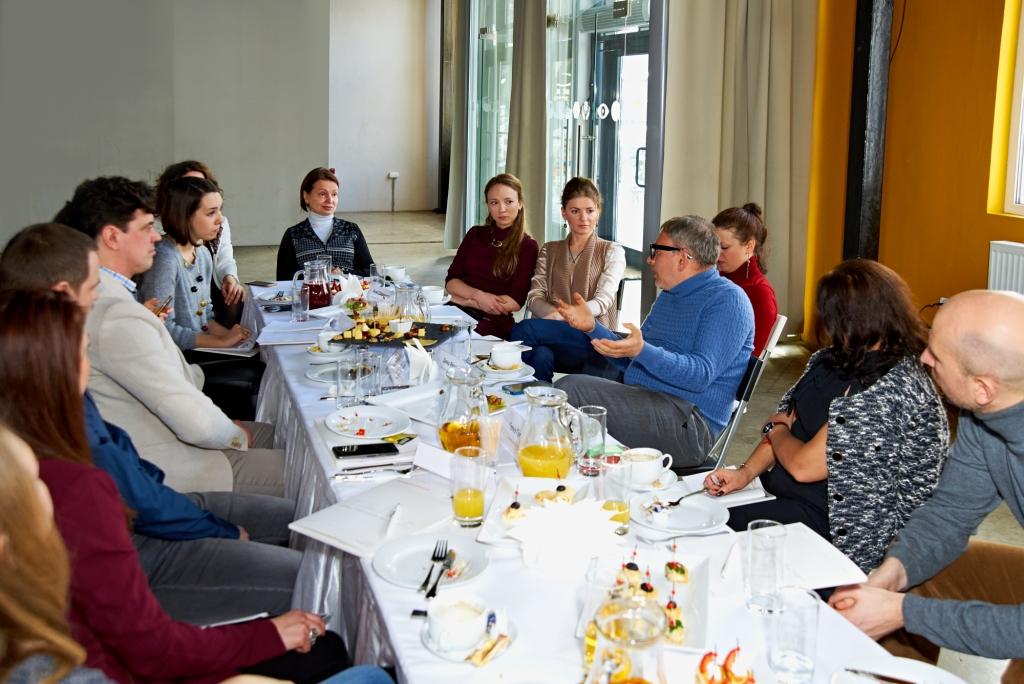 Свет, глянец и зеркала в интерьере: в январе состоялся очередной архитектурный завтрак