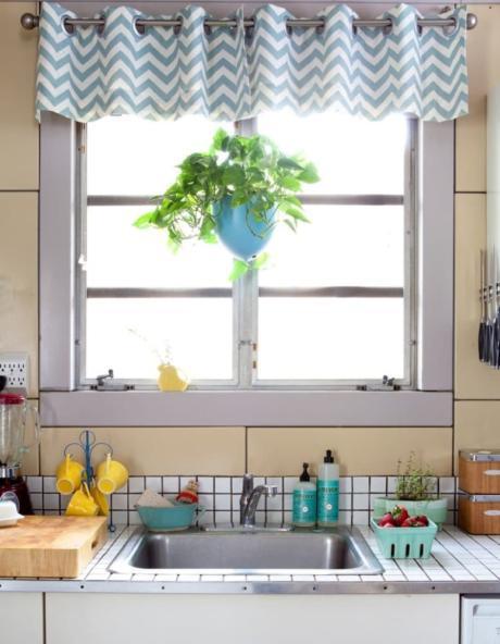 Кухня/столовая в  цветах:   Бежевый, Бордовый, Серый, Темно-зеленый.  Кухня/столовая в  стиле:   Минимализм.