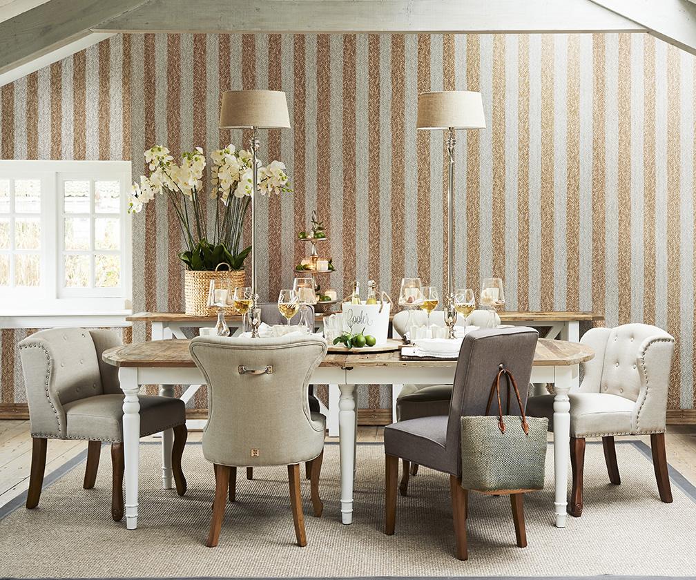 Кухня/столовая в  цветах:   Бежевый, Коричневый, Светло-серый, Темно-коричневый.  Кухня/столовая в  стиле:   Шебби-шик.