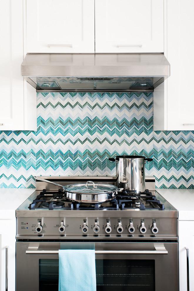 Кухня/столовая в  цветах:   Бежевый, Голубой, Коричневый, Светло-серый, Синий.  Кухня/столовая в  стиле:   Минимализм.
