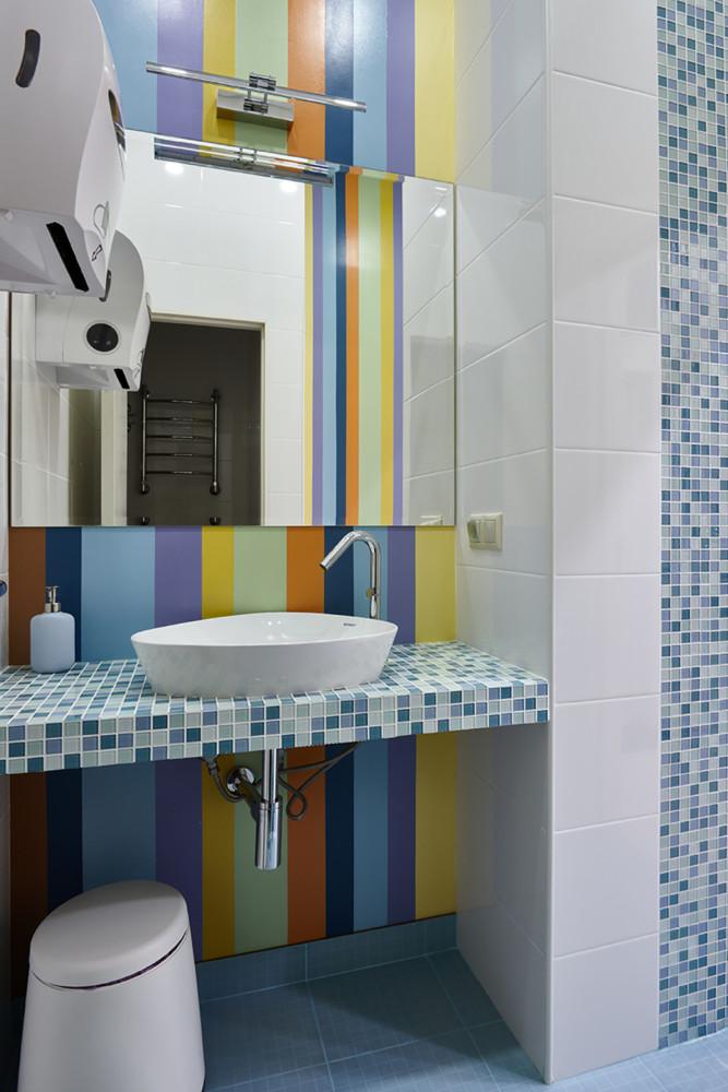 Ванная в  цветах:   Бежевый, Бирюзовый, Розовый, Синий, Темно-коричневый.  Ванная в  стиле:   Минимализм.