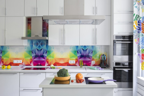 Кухня/столовая в  цветах:   Бежевый, Бирюзовый, Светло-серый, Синий, Сиреневый.  Кухня/столовая в  стиле:   Минимализм.