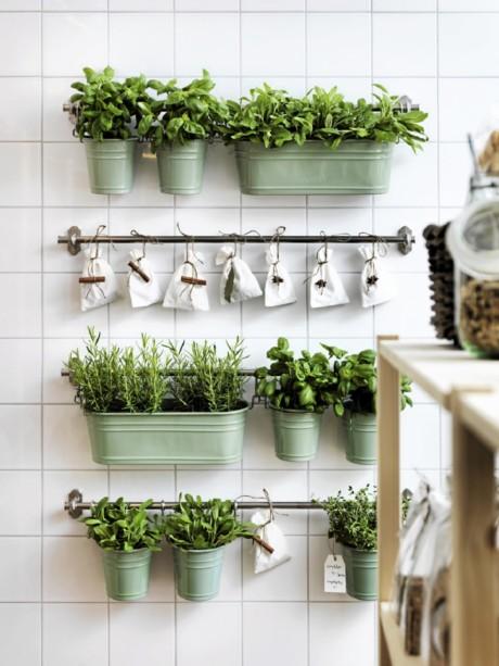 Кухня/столовая в  цветах:   Бежевый, Светло-серый, Темно-зеленый.  Кухня/столовая в  стиле:   Скандинавский.