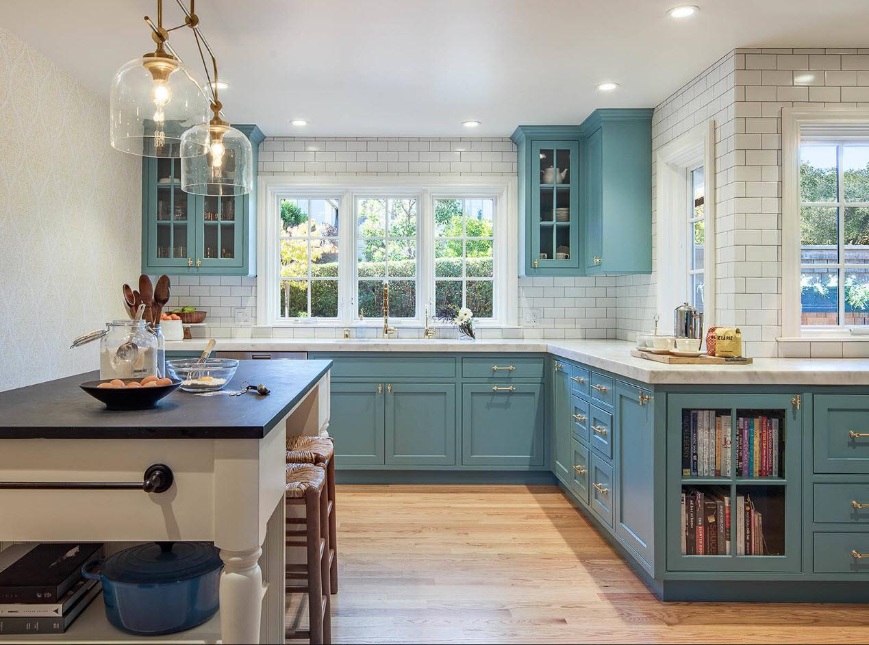 Кухня в загородном доме – воплощение любой мечты