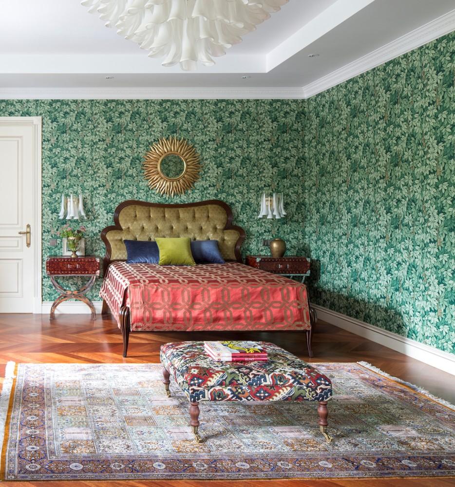 Обои «Форназетти» создают настроение. Зелёная листва особенно понравилась заказчице. В этой комнате лето круглый год.